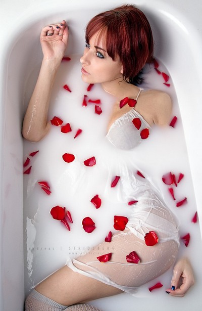 tắm sữa với hoa hồng